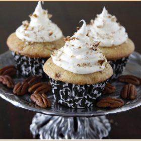 The Sweetness of Winter: Cinnamon Roll Cupcakes