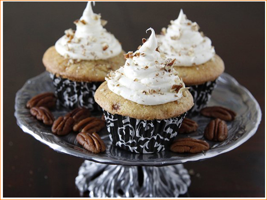 The Sweetness of Winter: Cinnamon Roll Cupcakes